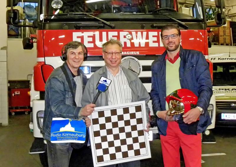Alfred Pertl von Radio Korneuburg, Obmann Kurt Broneder und Kdt.Stv. der FF Korneuburg Martin Peterl