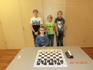 Mannschaftsfoto der Teilnehmer Hinten Kurt Broneder, Arthur Wittek und Felix Bendl, Vorne Kevin Stieger