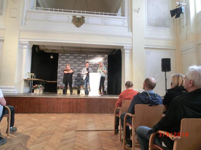 Begrüßung durch Sportgemeinderätin Sabine Tröger (rechts)